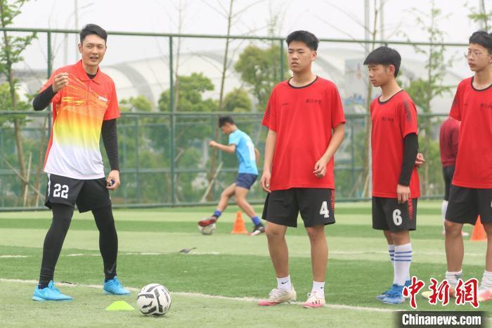知名运动员组团来到江西吉安 亲自给体校学生上课