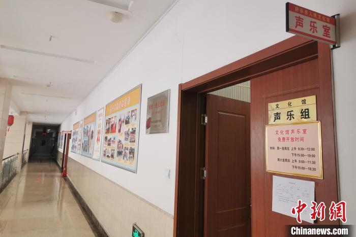 中国交响乐团(原中央乐团)退休女中音歌唱家李克。 杨杰英 摄