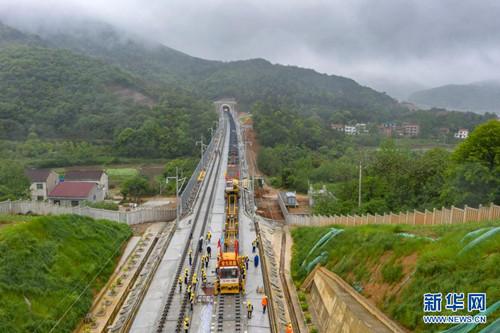 安九高铁湖北段与安徽段完成接轨