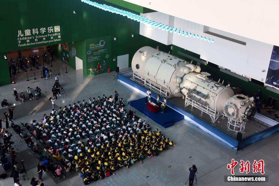 中国空间站天和核心舱1:1结构验证件实物北京展出[组图]