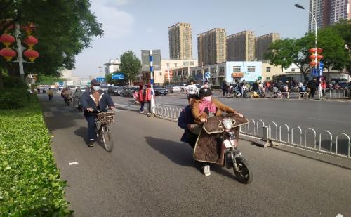 """平安普惠保定分公司开展""""交通护学队""""公益活动"""